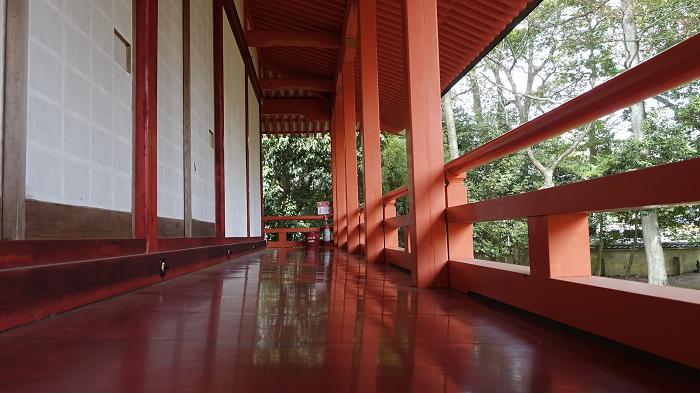 Engawa (construcción japonesa que rodea las viviendas) pintada con laca urushi. Kioto, Japón – 2018. Foto: Katsuaki Terasawa en Flickr. Todos los derechos reservados.